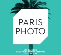 Ed Rusha avec le logo de Paris-Photo Paramount Studios LA