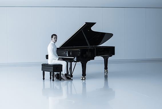 David au piano Steinway dans Alien Covenant, 10 mai 2017 ©20th Century Fox
