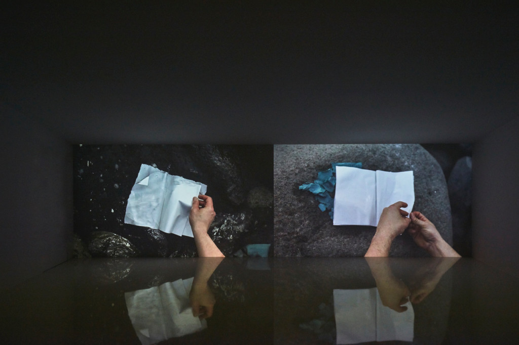 Pavillon du Luxembourg, Written by Water, Marco Godinho Vue de l'installation © Luke A. Walker